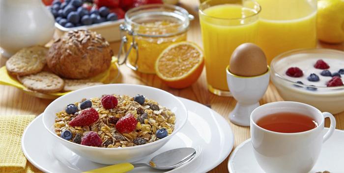 Ученые назвали оптимальный напиток для завтрака