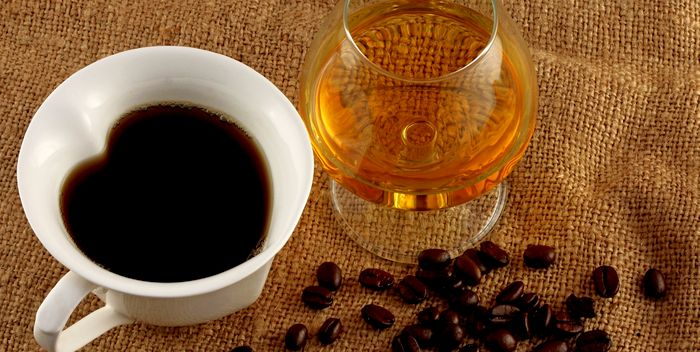 Эксперты запретили смешивать спиртное с кофеином. Почему?