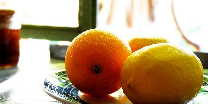 Женщинам нужно сократить употребление апельсинов и лимонов