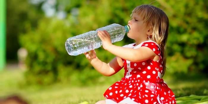 Употребление воды – эффективный способ борьбы с ожирением у детей