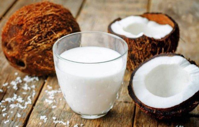 Эффективность кокосового молока для роста и от выпадения волос