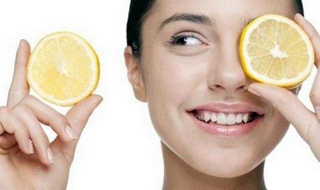 Лимонный сок от прыщей на лбу
