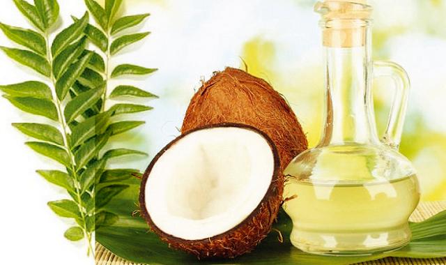 Листья карри и кокосовое масло