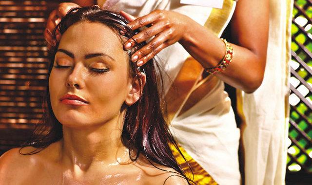 Массаж волос кокосовым маслом