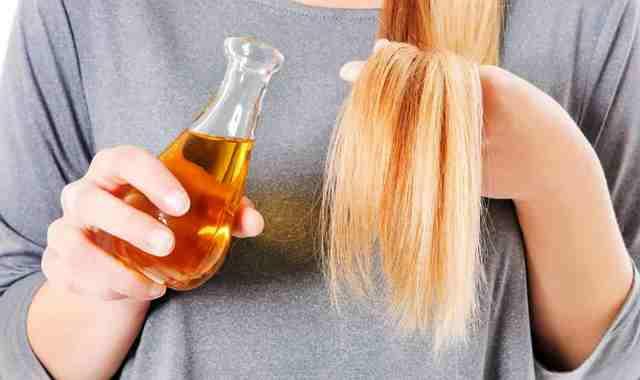 Применение касторового масла для уменьшения выпадения волос
