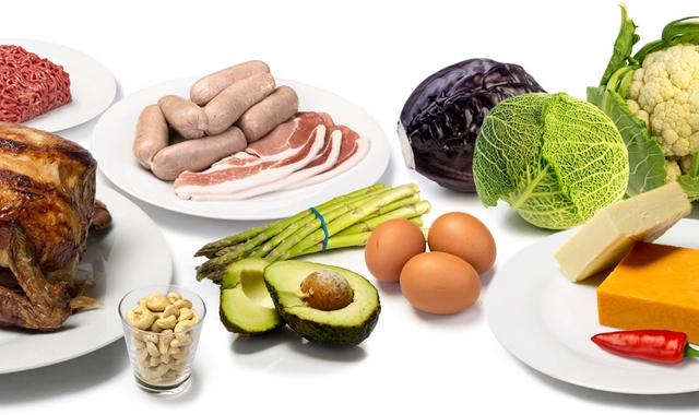 Здоровые продукты с низким содержанием углеводов против несбалансированной низкоуглеводной пищи