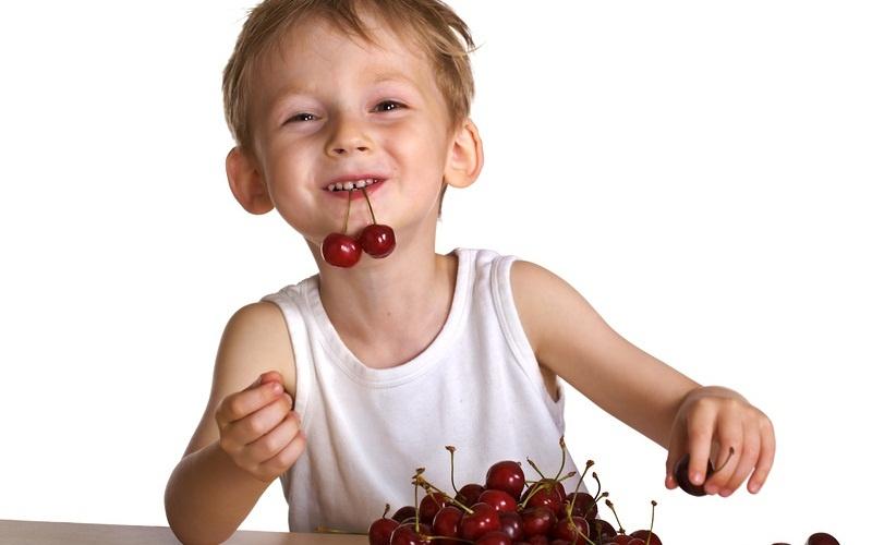 польза черешни для детей