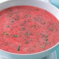 Холодный суп из клубники и ревеня