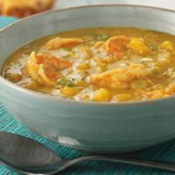 Ямайский суп с карри, креветками и манго
