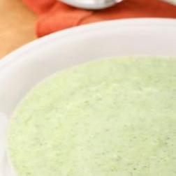 Суп с брокколи, белой фасолью и сыром Чеддер