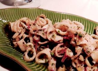 Блюдо приготовленное из кальмаров
