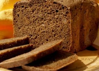 Черный хлеб нарезанный