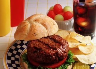 Кондитерские изделия, газировку и фаст-фуд признали невиновными в эпидемии ожирения