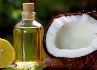 Кокосовое масло рядом с кокосом и лимоном